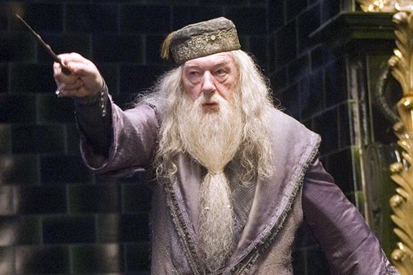 Какой актер озвучивал Дамблдора